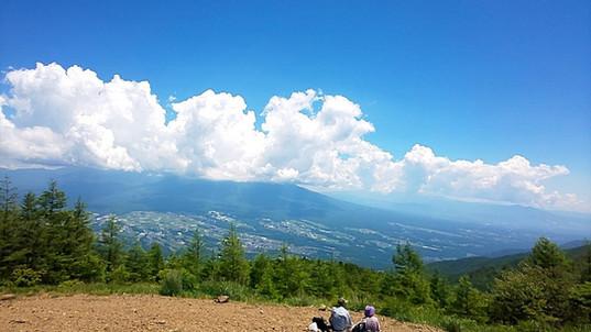 山頂から、夏雲と青空ダイナミックですね。