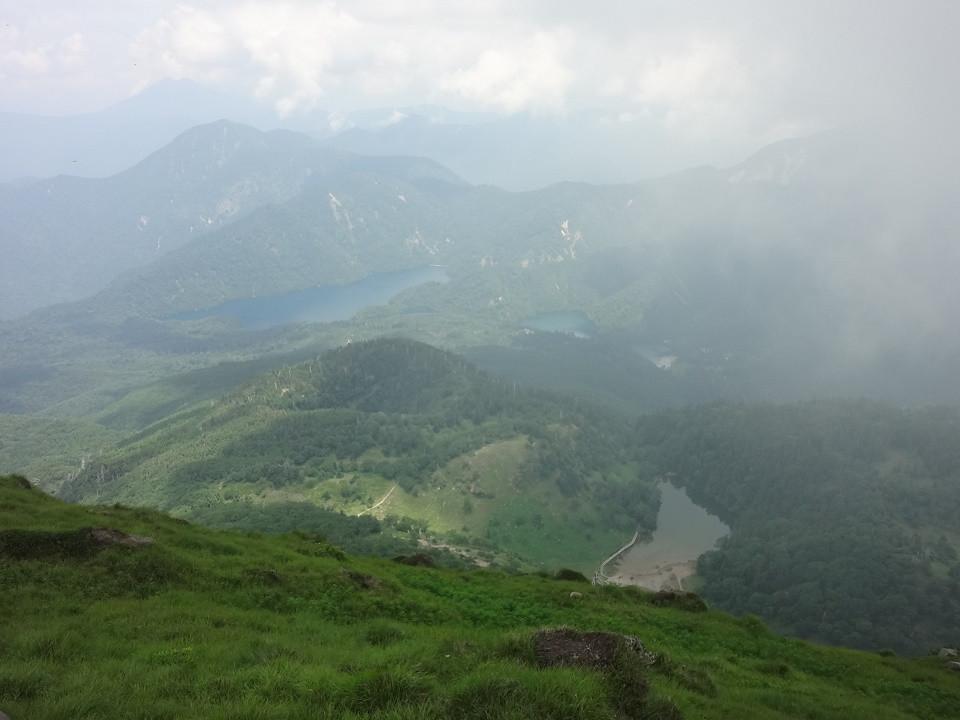山頂より丸沼、菅沼、阿弥ヶ池