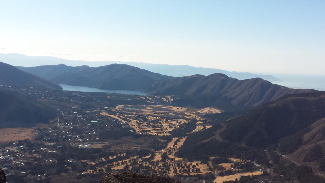 山頂より仙石原、芦ノ湖を望む