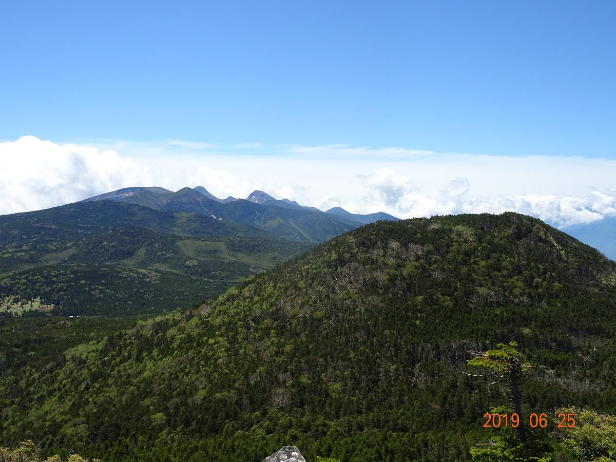茶臼山(手前)と南八ヶ岳