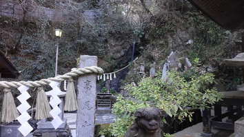 神秘的な琵琶滝