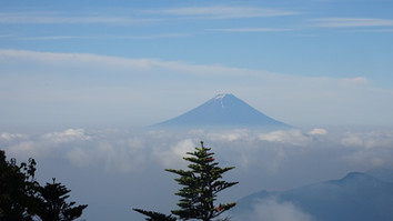 山頂より富士山を望む