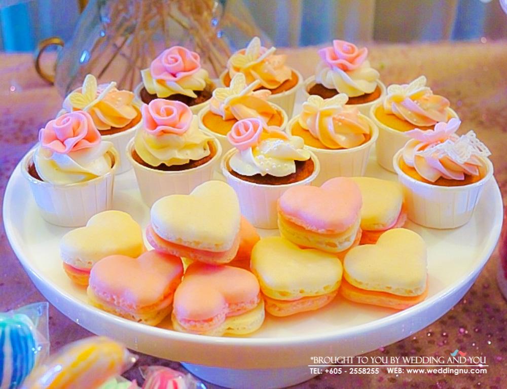 Wedding Macarons and Cupcakes