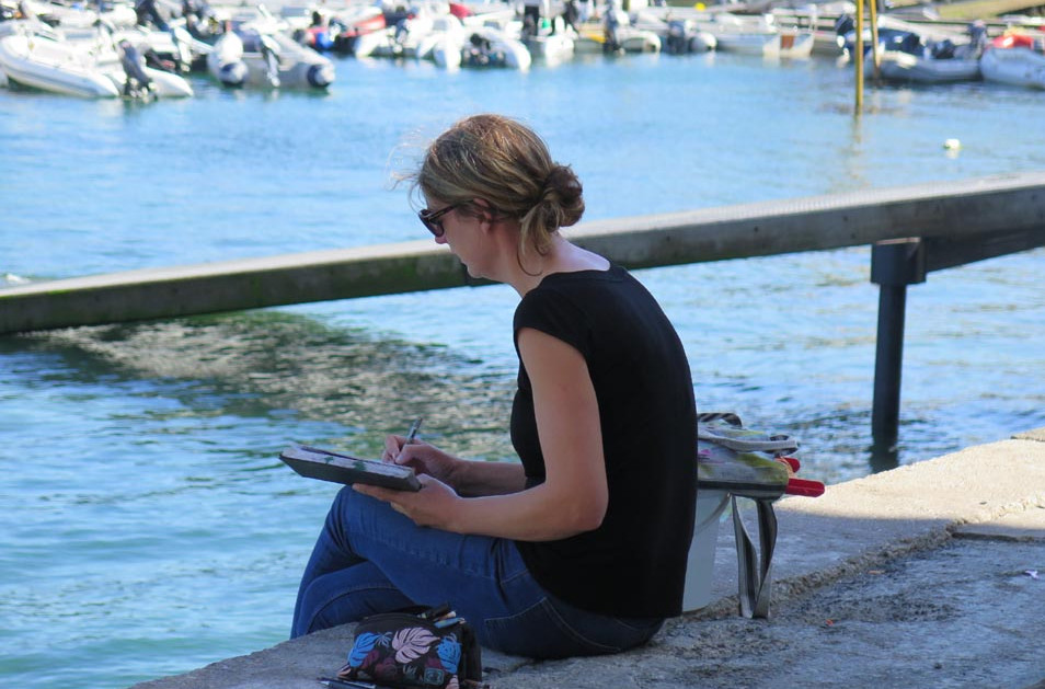 Elaine Jones Sketching Salcombe Harbour