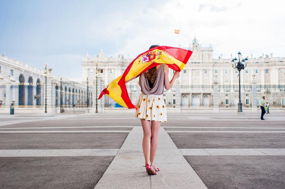 Mujer_bandera_españa_en_madrid.jpg