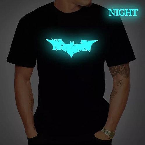 Playera Batman para hombres. Se ilumina en la obscuridad
