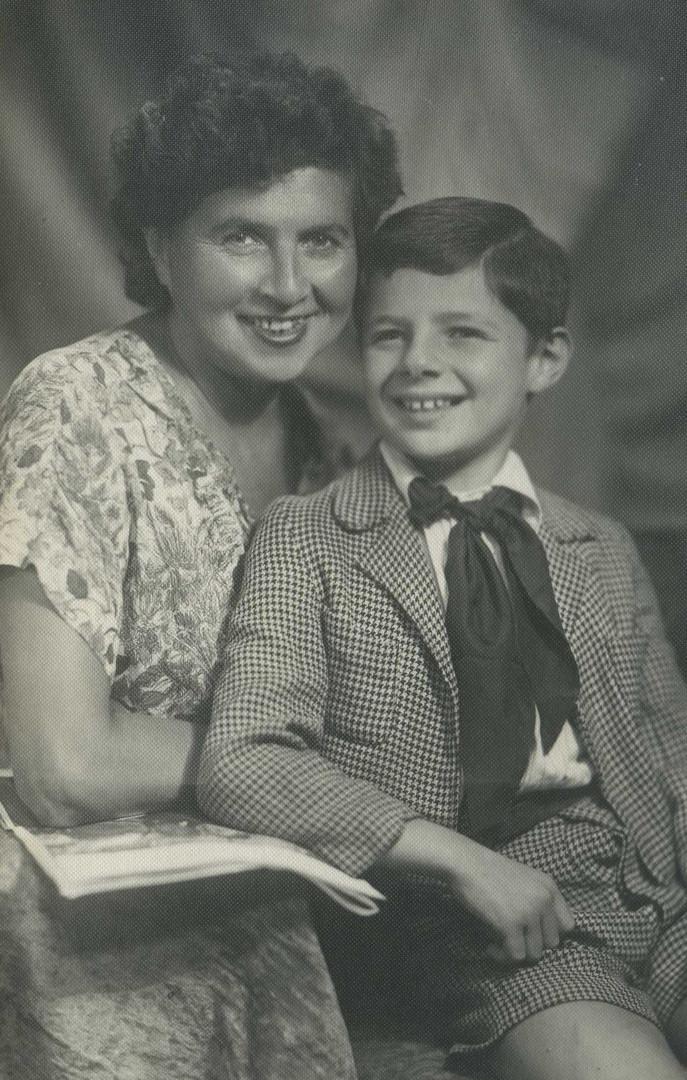 С мамой_1954г..jpg