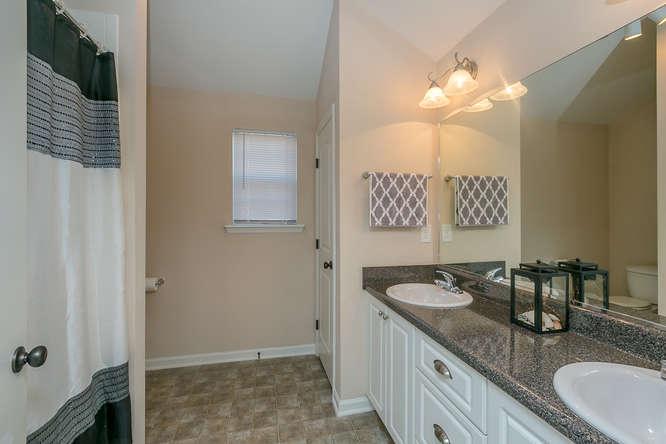 525 Sebastian Drive Grovetown-small-022-22-Owners Bathroom-666x444-72dpi.jpg