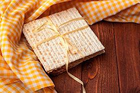 matzo-flatbread-for-jewish-high-holiday-