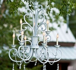 vintage-romantic-wedding-chandelier-deco