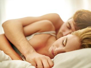 Dormir de conchinha diminui o estresse