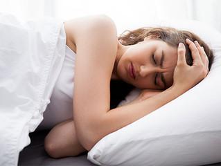 Por que dormir pouco e estresse  causam dor de cabeça?