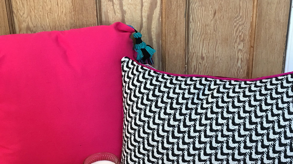 Monochrome knit cushion