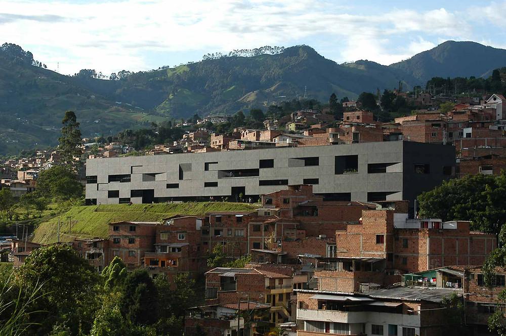 Parque-Biblioteca Fernando Botero - Comunidade San Cristóbal