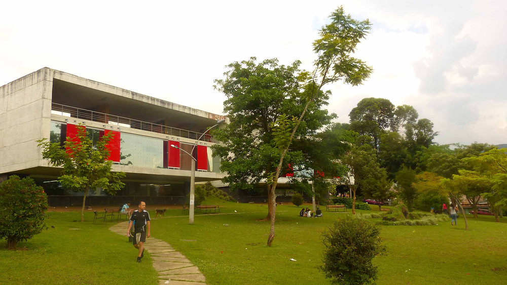 Entorno do Parque Biblioteca Leon de Greiff - Comunidade La Ladera