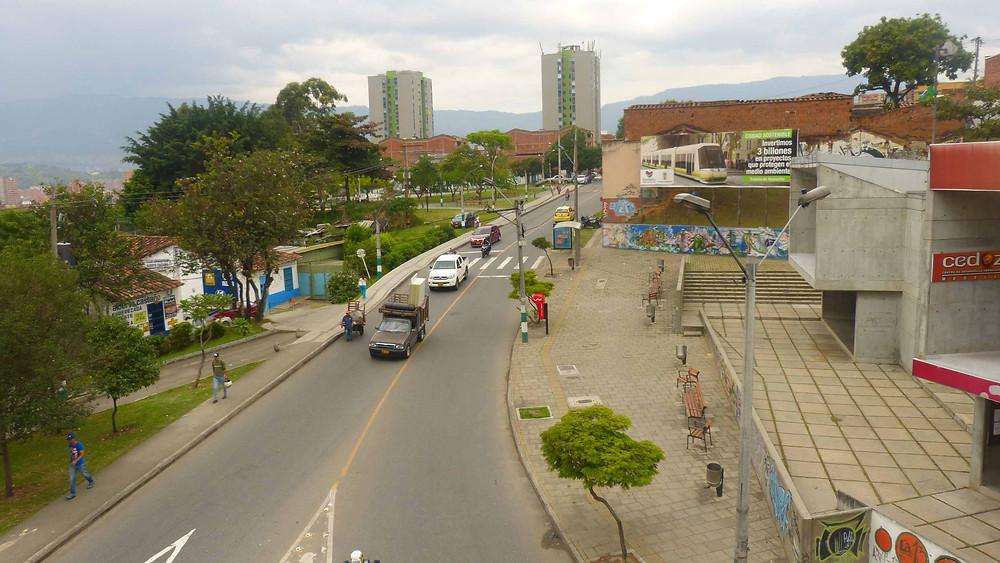Espaço público e calçadas no entornos de um dos Cedezos