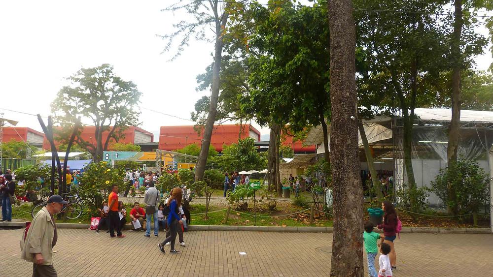 Espaço público no entorno do Parque Explora (Centro Cultural)