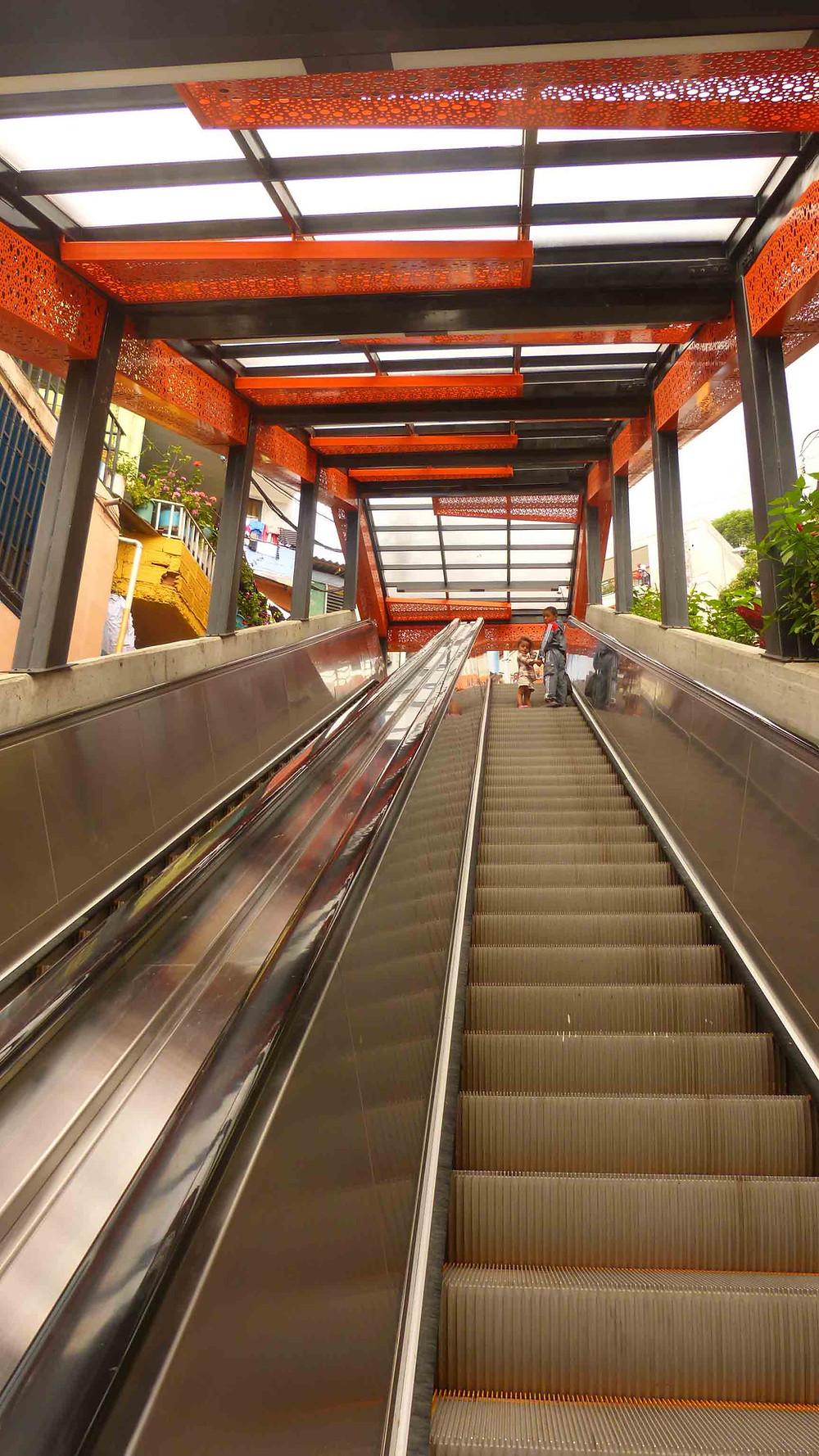 Escadas Rolantes - Comunidade San Javier