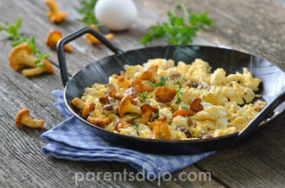 Scrambled eggs, chicken and oats