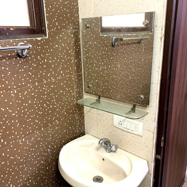 Private Room with Attach Ensuite Bathroom