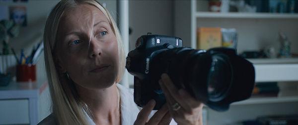Astrid-og-kamera.jpg
