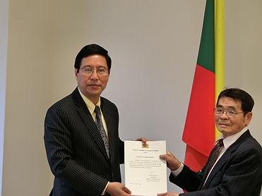 A6 在日緬国全権大使とMF理事長との供与車両契約書の調印CIMG7856.JP