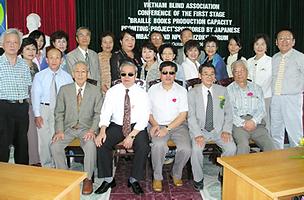 MF訪問団2004.png