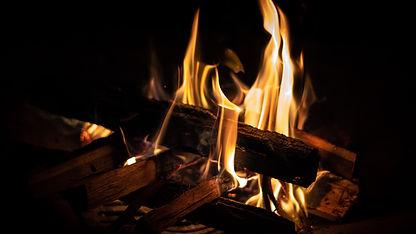 Priemonė: Atsinaujinančių energijos išteklių (t. y. šilumos siurblių: oras-oras, oras-vanduo, žemė-vanduo, vanduo-vanduo; biokuro katilų) panaudojimas fizinių asmenų gyvenamuosiuose namuose, pakeičiant iškastinį kurą naudojančius šilumos įrenginius, senų katilų keitimas.