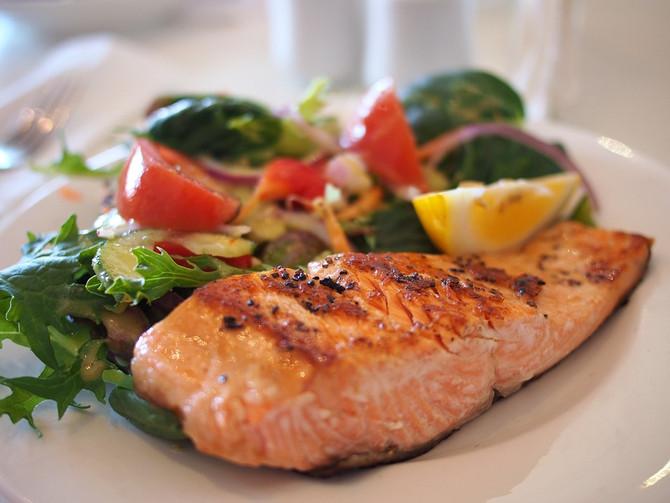 ¿Puedo almorzar sólo con ensalada si deseo bajar de peso?