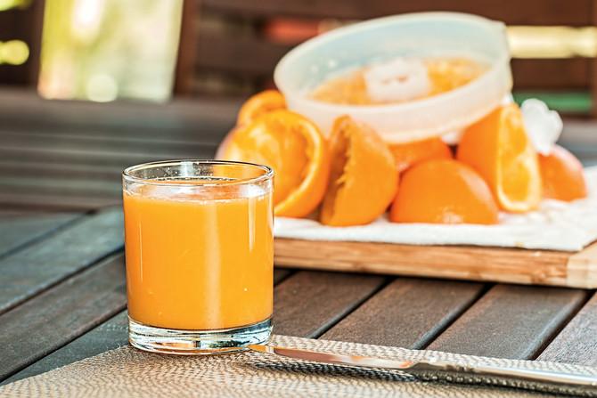 ¿Qué es lo mejor: la fruta entera o en jugo?