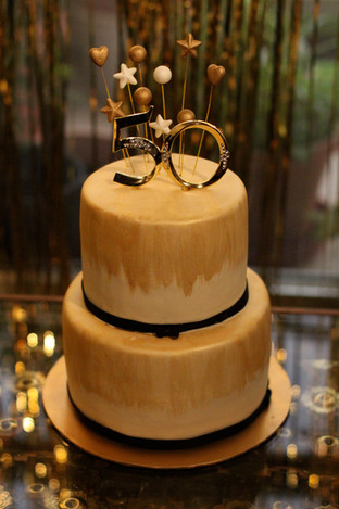 A simple and elegant design cake for a 50th birthday celebration