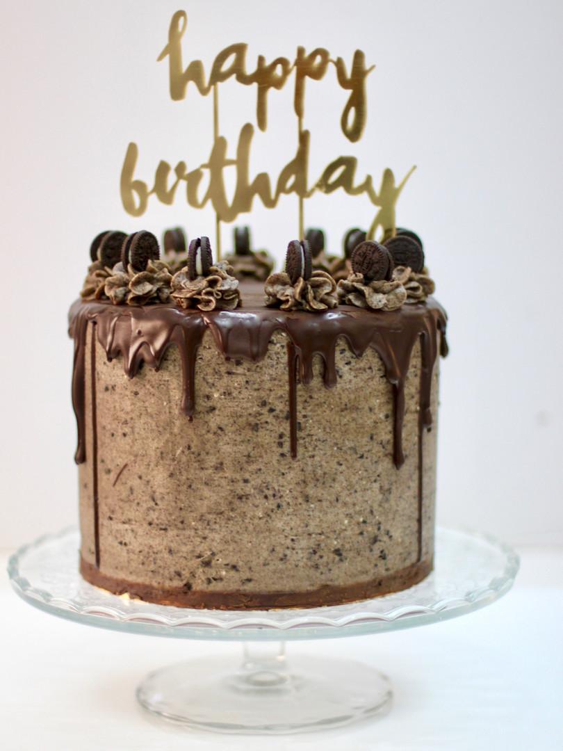 Oreo Chocolate cake with oreo cream cheese frosting