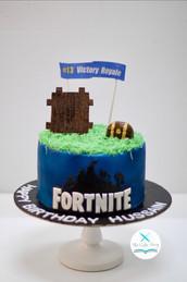 A fortnite themed cake