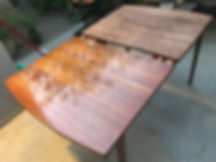 שולחן מטופל בשמן טאנג.jpg