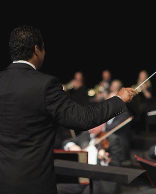Maestro de orquestra Liderando