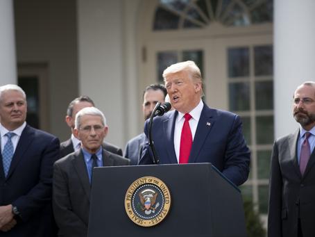 Trump envía mensajes equivocados en las conferencias de prensa y mitines desde hace 10 años