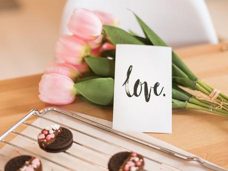 Valentinovo kod kuće - jednostavna frizura i ljubavni keksići