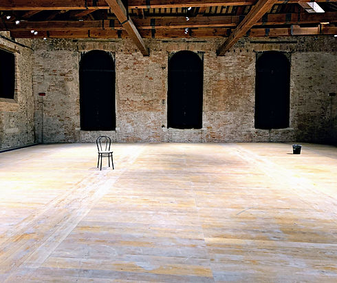 Empty%20room%20in%20Arsenale%2C%20Venice%20(Italy)_edited.jpg