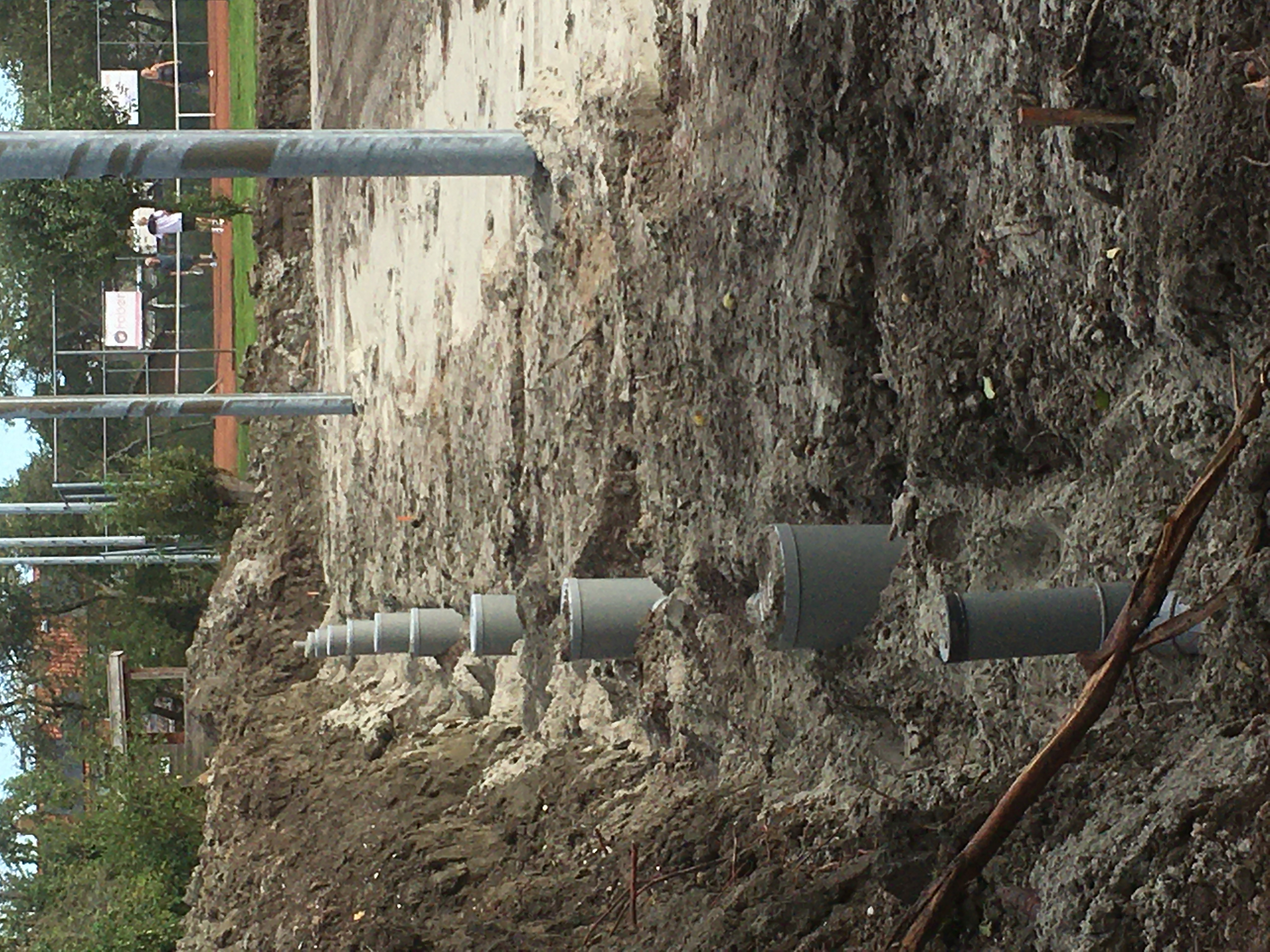 023 Putten voor de drainage worden geplaatst