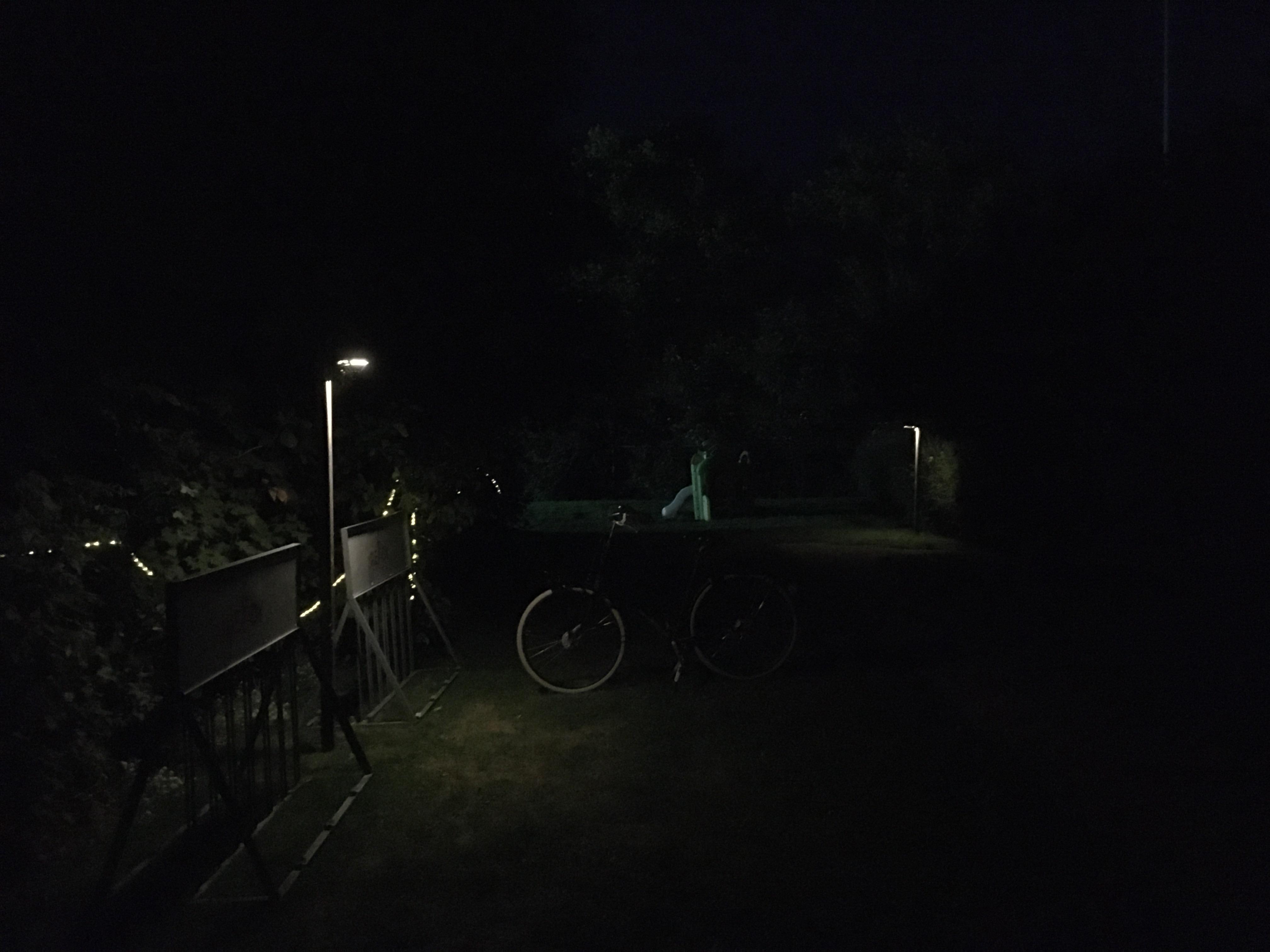 067 Ook in het donker kan men zo de uitgang vinden..