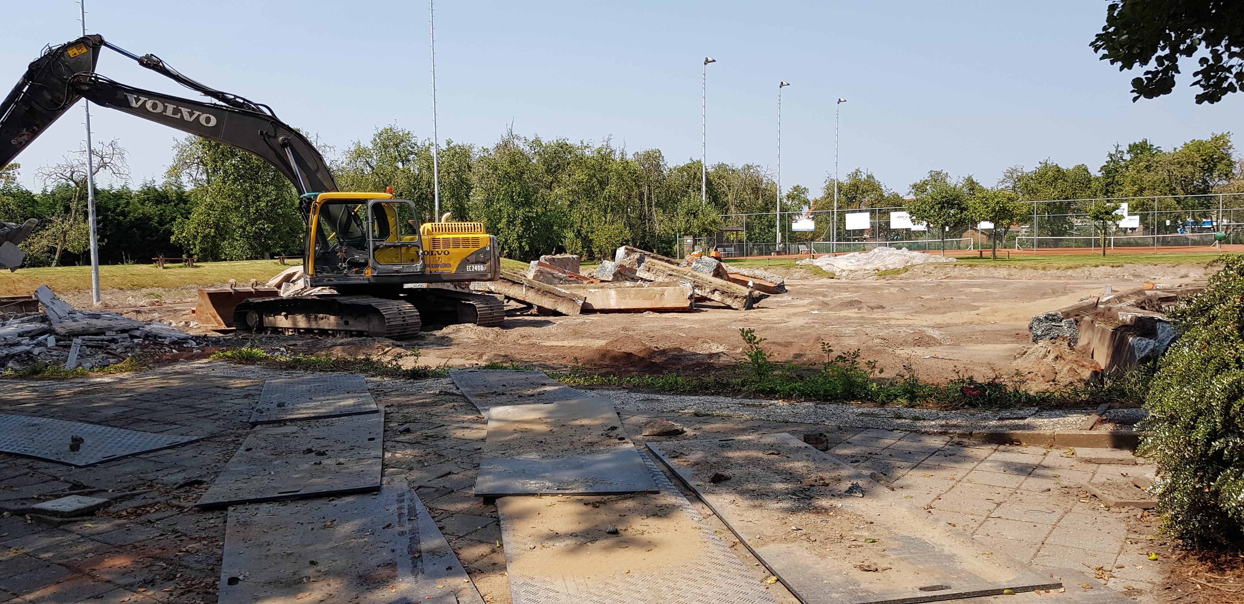 Ook hier weer betonnen fundamenten die weggehaald moeten worden