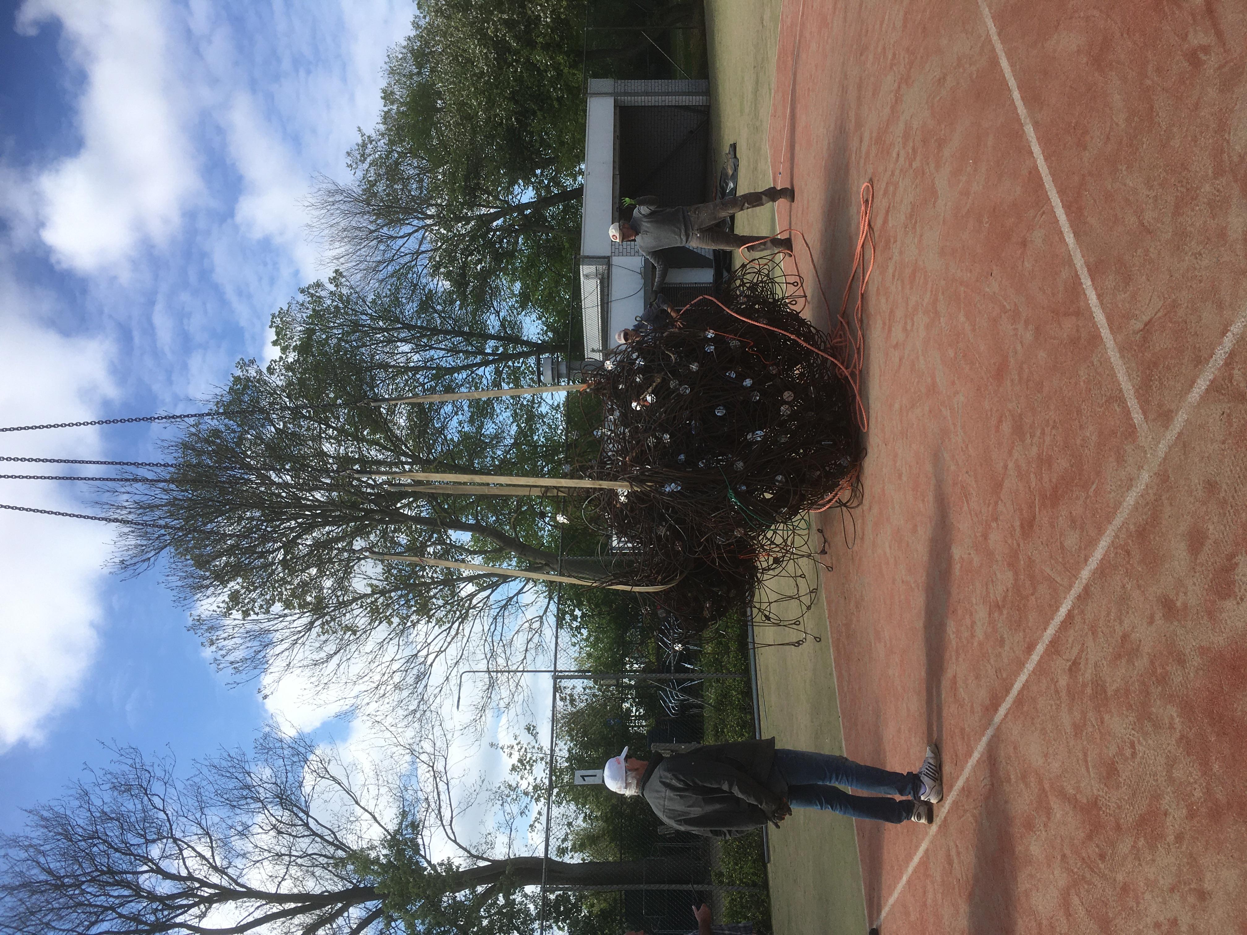 Ook het stalen net wordt afgevoerd