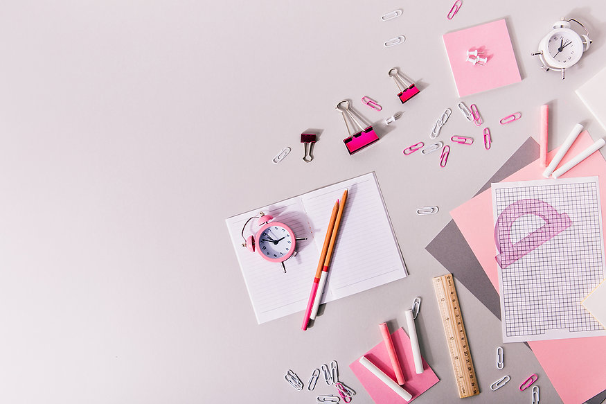 composition-womanish-office-stationery-pink-shades.jpg
