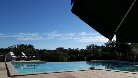 La piscine à débordement des Arts du Bout