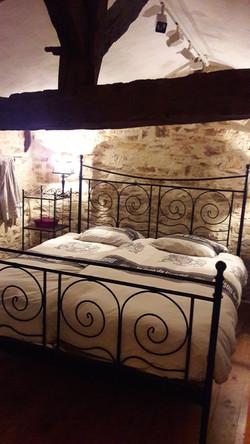 Chambre lit double gîte la Glycine