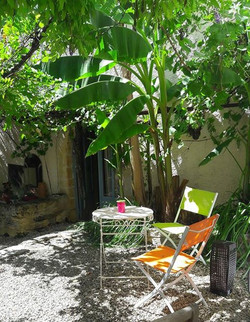 Private courtyard, Bed and Breakfast
