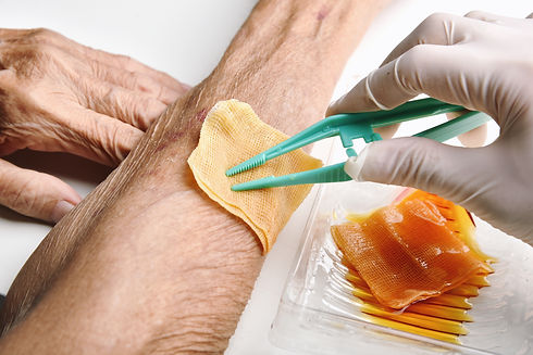 wound-dressing-doctor-cleaning-wash-infe