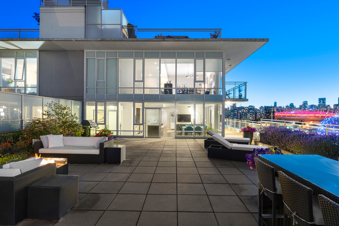 Lifestyle Video of Luxury Sub-penthouse in False Creek | $2.5 Million CAD | Epic patio and views