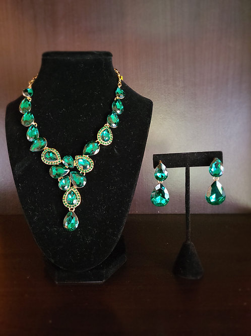 Emerald and Gold T-Drop Crystal Necklace