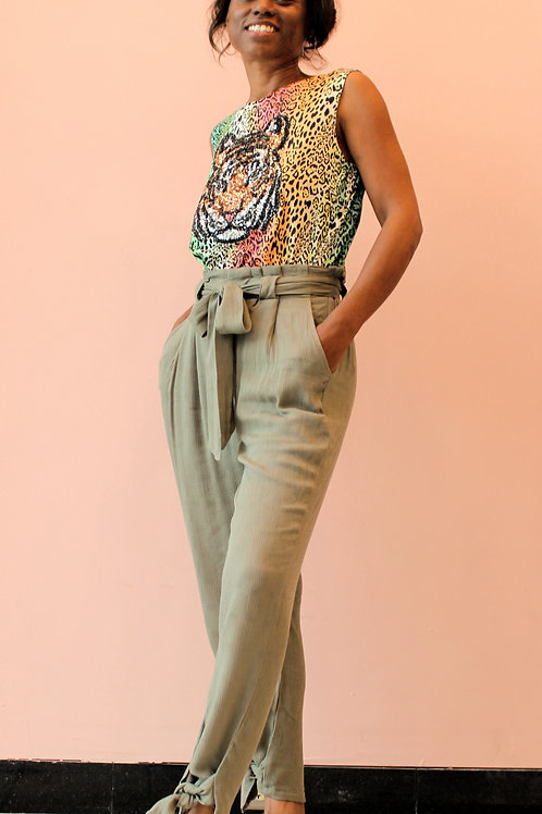 Summer pants with details